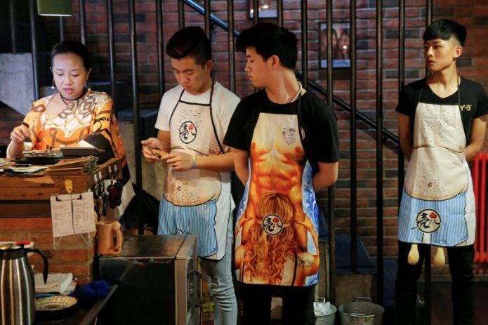 Mengintip Restoran Seafood Bertema Seks di China
