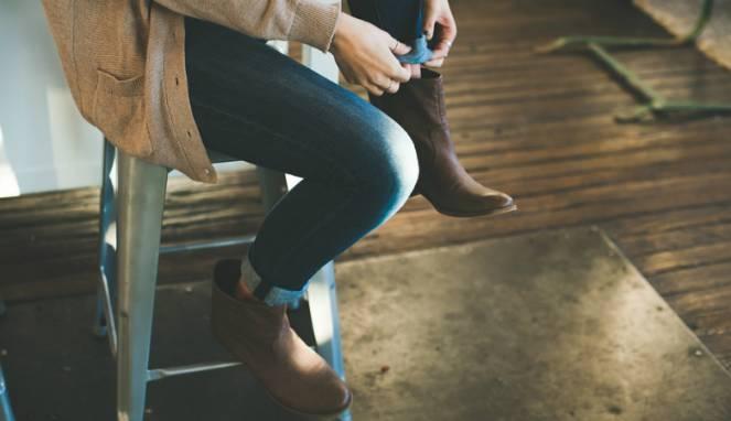 Lima Tips Merawat Sepatu Kulit di Musim Hujan