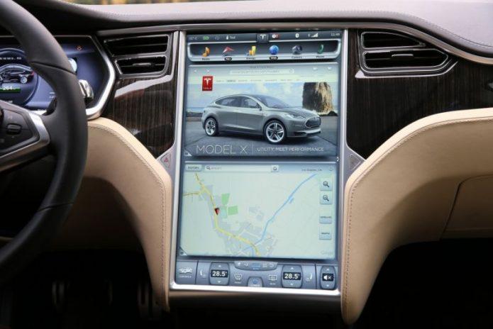 Diam-Diam Tesla Sematkan Perangkat Memori Mirip Kotak Hitam Pesawat
