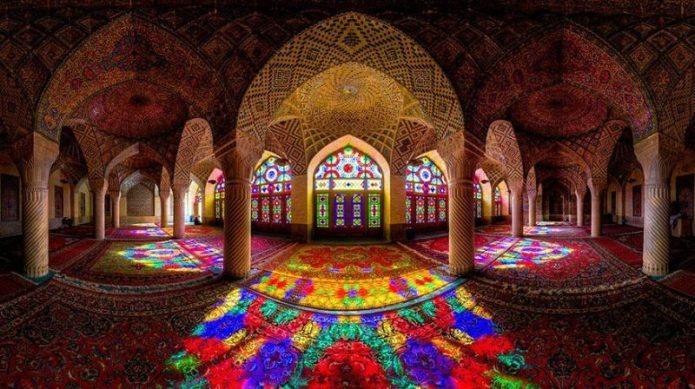 Heboh! Ada 'Pelangi' di Masjid Ini