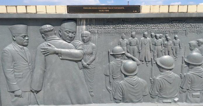 Memaknai Arti Penting Pelukan Soekarno kepada Jenderal Soedirman