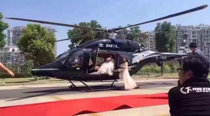 Pakai Helikopter ke Lokasi Penikahan, Pasangan Ini Bikin Macet