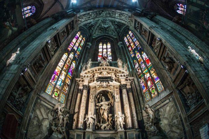 Terkunci, Dua Turis Ini Terpaksa Habiskan Malam di Atap Katedral