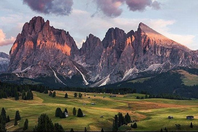 Turis Ini Terpesona Gunung di Italia
