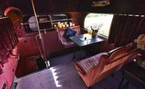 Bus Tingkat Buatan 1960 Ini Disulap Jadi Hotel Mewah