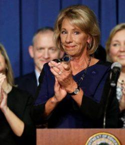 Uang Diduga Muluskan Pencalonan Menteri Pendidikan AS