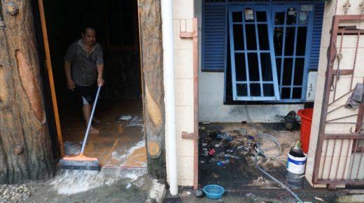 Trik Bersihkan Rumah Pasca Banjir agar Bebas Kontaminasi Bakteri dan Virus