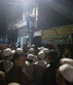 Duh! Ratusan Anggota Banser Serang Rumah Ketua FPI DKI Jakarta