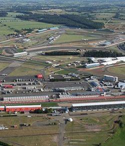 Silverstone, Sirkuit Penuh Tantangan untuk Para Pembalap Lantaran Cuaca yang Sulit Ditebak