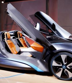 Audi 8 dan BMW i8 Roadster Unjuk Gigi di Ajang Los Angeles Auto Show