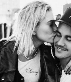 Berita Bintang – Naik Kapal, Justin Bieber dan Hailey Baldwin Diintai Saat Sedang Intim