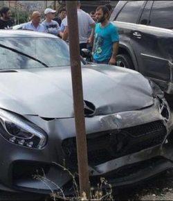 Berita Bintang – Mobil Mewah Khabib Nurmagedov Sempat Terlibat Kecelakaan