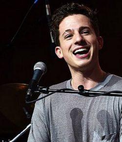 Berita Bintang – Konser di Indonesia, Charlie Puth Datang dengan Jet Pribadi