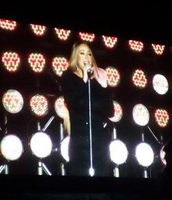 Berita Bintang – 3 Jam Sebelum Konser Hujan Deras, Begini Reaksi Mariah Carey