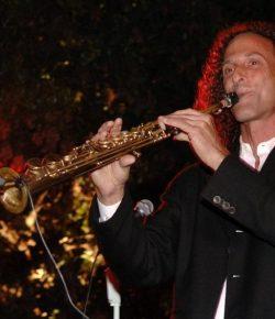 Berita Bintang – Buka Konser, Kenny G Tiup Saksofon selama 3 Menit Tanpa Jeda