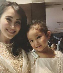 Berita Bintang – Dicari, Baby Sitter Bisa Berbahasa Inggris untuk Anak Ayu Ting Ting