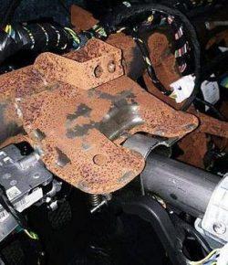 Berita Bintang – Baru Sebulan Pakai, Range Rover KW Diserang Karat