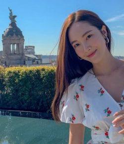 Berita Bintang – Hadiri Cannes Film Festival, Kecantikan Jessica Jung Dikritik Warganet