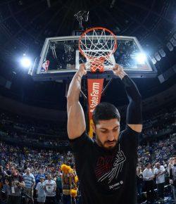 Berita Bintang – Puasa saat Play Off NBA, Enes Kanter Terinspirasi Olajuwon