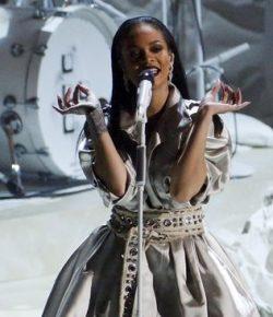 Berita Bintang – Rihanna Jumpa Jennie BLACKPINK di Seoul, Fan Minta Kolaborasi