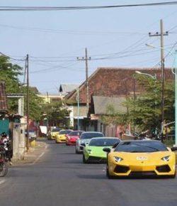 Berita Bintang – Puluhan Supercar Menyambangi Pulau Bali, Ada Apa?