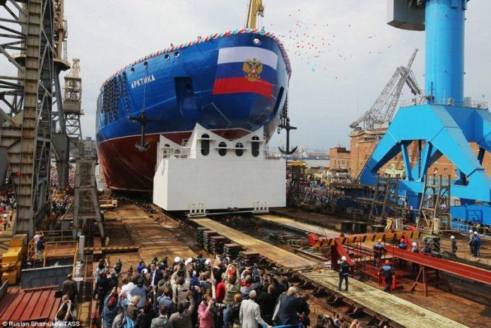 Rusia Luncurkan Kapal Raksasa Pemecah Es Terbesar di Dunia